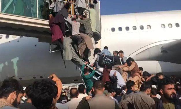Kaotiske tilstander på Kabuls flyplass